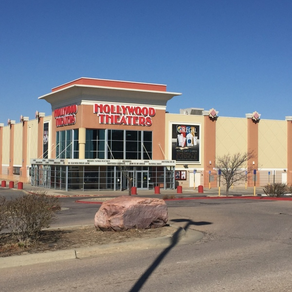 Topeka Regal Hollywood 14 Theaters_184050