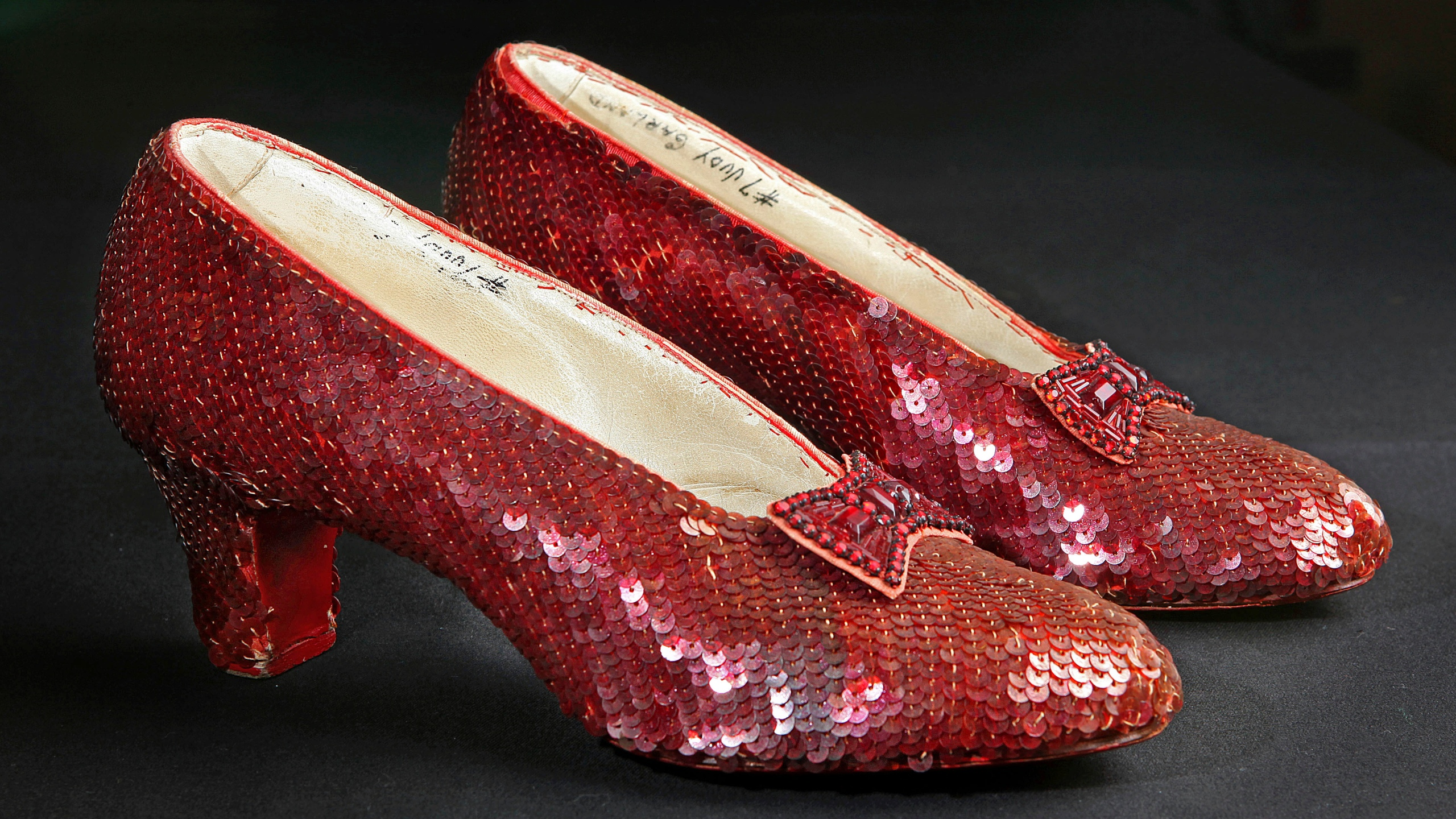 Smithsonian-Ruby Slippers_226635