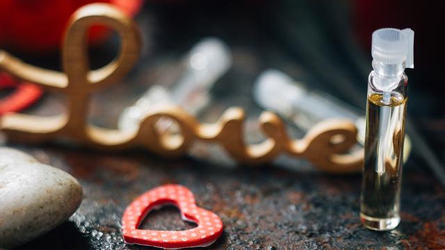 valentines-day-perfume-heart-love_1516311583260_334941_ver1-0_32059953_ver1-0_640_360_384794