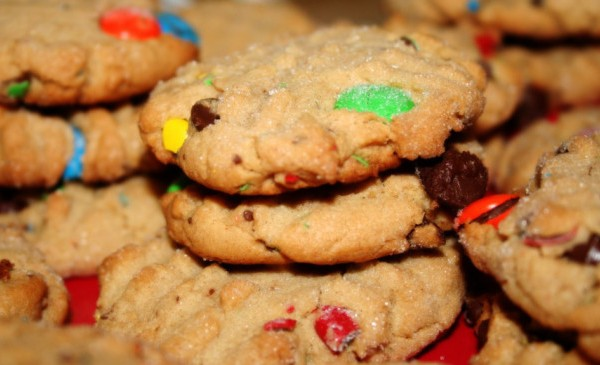 peanut_butter_cookies_with_mms_and_chocolate_chips-1024x5751_398063
