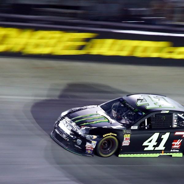 NASCAR_Bristol_Auto_Racing_93822-159532.jpg01341422