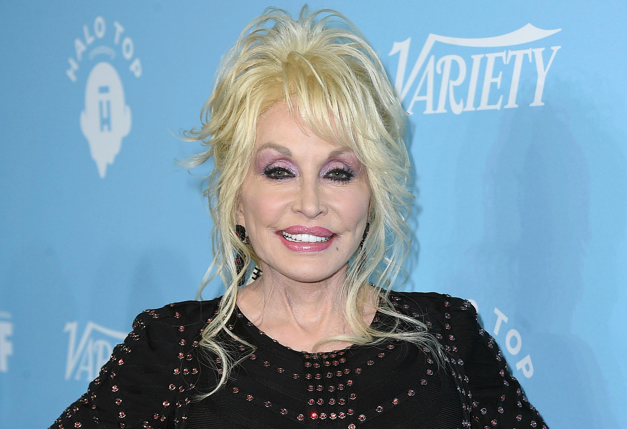 Dolly_Parton-MusiCares_78120-159532.jpg07021303