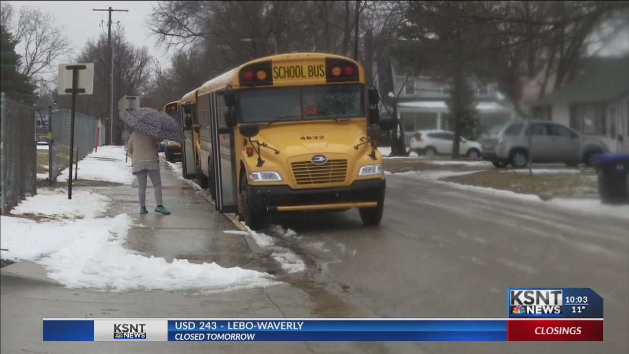 School districts differ on closing for weather