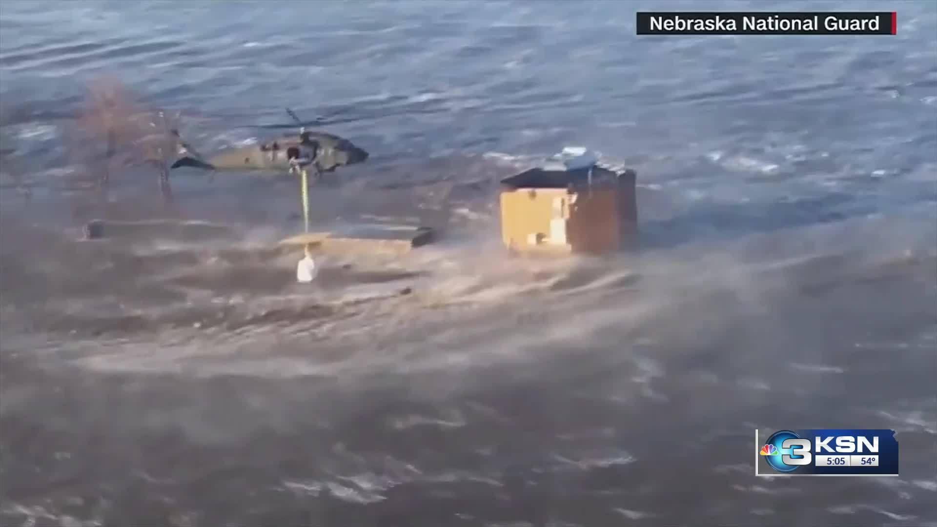 Kansans_are_helping_Nebraska_flood_victi_7_20190319221844-846624078