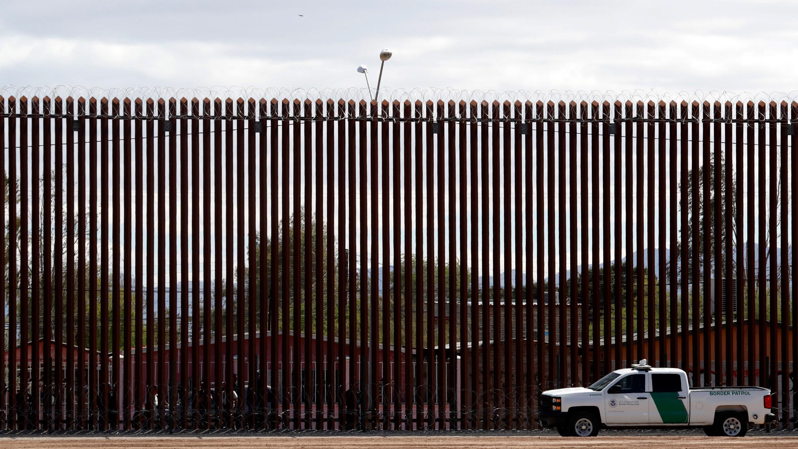 Congress_Border_Wall_31641-159532.jpg20132097