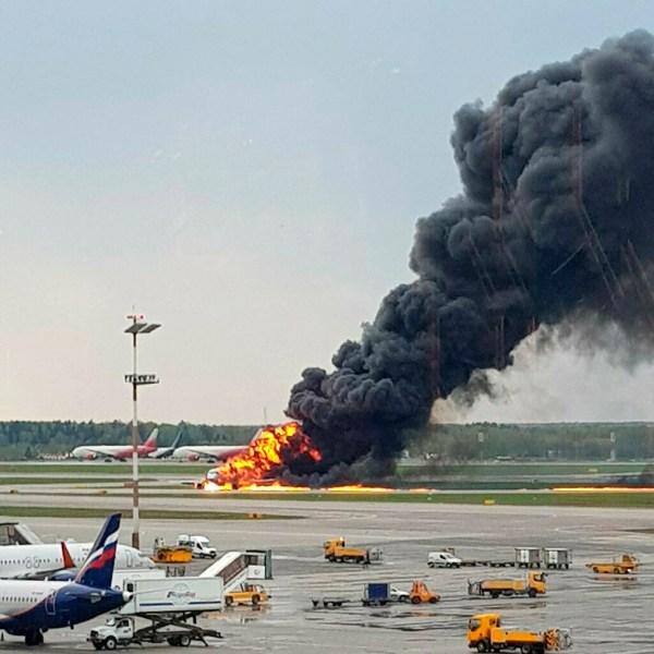 Russia_Plane_Fire_19808-159532.jpg49968408