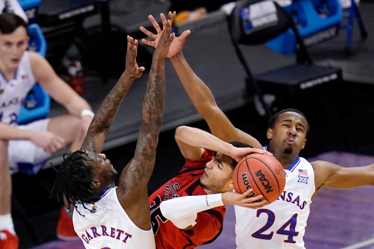 KU basketball's Bryce Thompson entering transfer portal