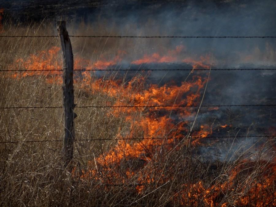 fire-burns-flint-hills